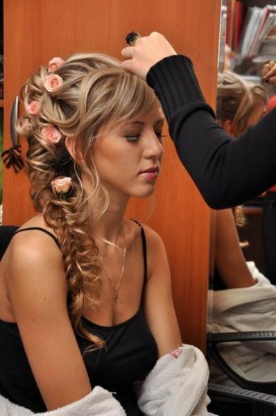 вечерние прически на мелированные волосы фото